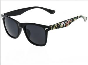 2bcbf2459f Ape-man Camouflage Shark Head Sunglasses Color Film Glasses Legs