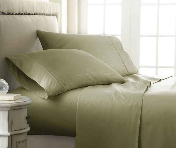 Luxury Hotel Quality Becky Cameron Embossed Checker Design 4 Piece Bed  Sheet Set Queen Green BC CHECK QUEEN SAGE