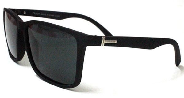 c761d3098 Polarized sunglasses for Men with black frame and UV400 lenses in Wayfarer  shape